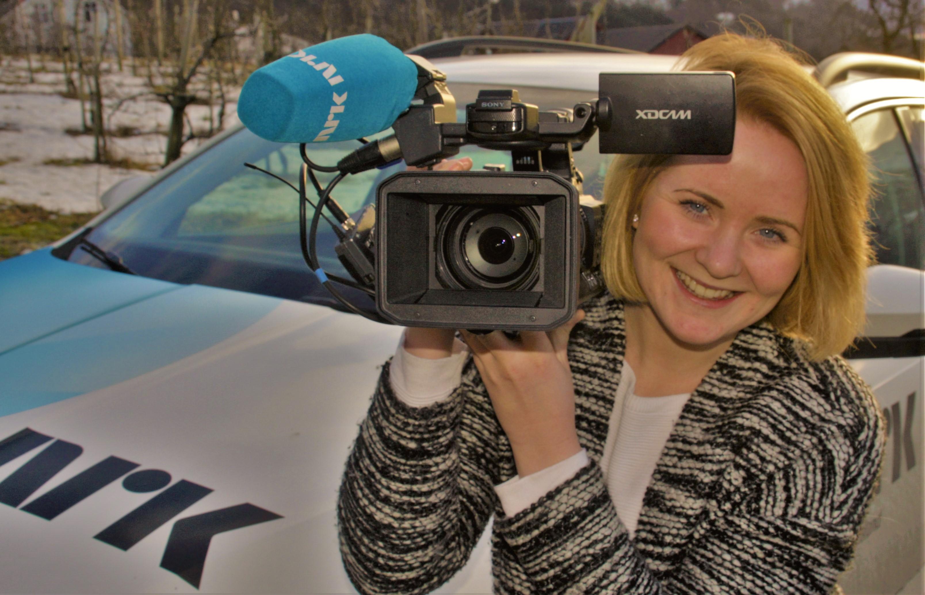 Bilen, kamera og mikrofon er alt Tale treng.