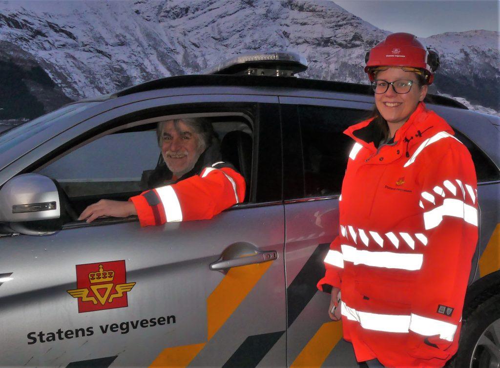Byggjeleiar Terje Nesse og kontrollingeniør i Statens vegvesen gjorde ein siste sjekk av istilhøva torsdag.